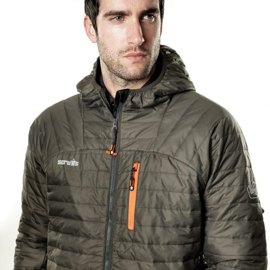 Man wearing the graphite Scruffs expedition thermo jacket