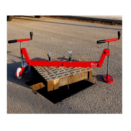DQ3 Chinook Manhole Cover Lifter