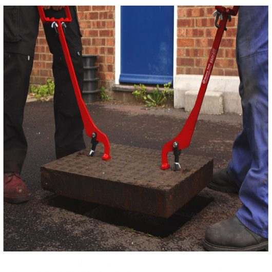 2 men lifting a manhole cover using the Mustang eazy lift manhole cover lifters
