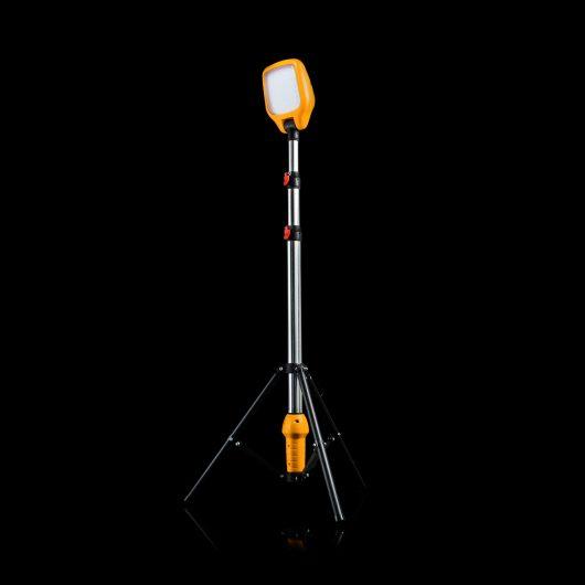 Defender LED Task Light with Telescopic Tripod 230V E712678