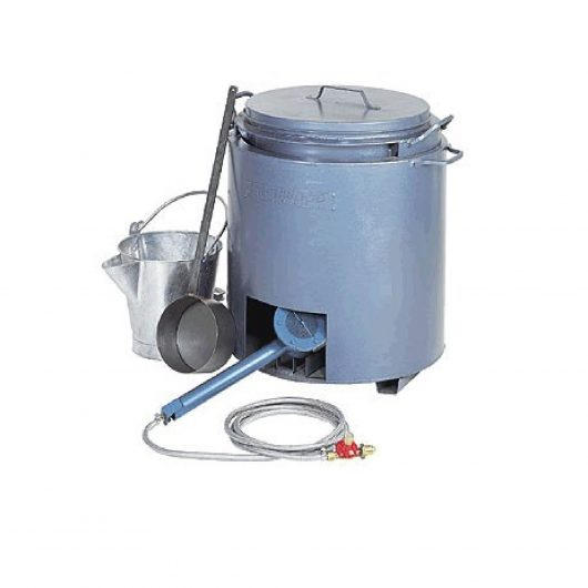 10 gallon tar boiler kit including tap, impact burner, regulator, armoured hose, long handle ladle and steel 'V' lip bucket