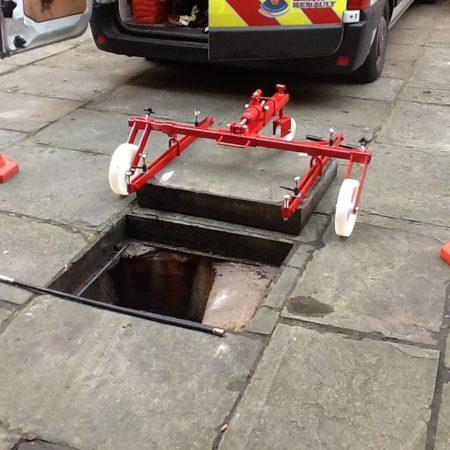 Manhole Lifter