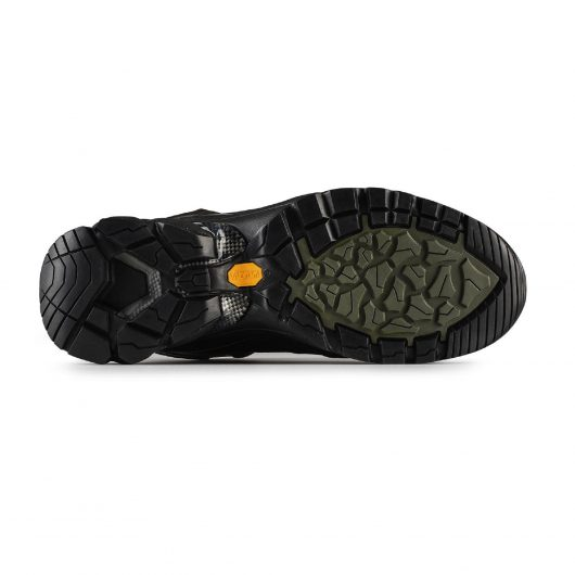 Bottom view of the Victory safety boots Vibram sole with khaki detailing and yellow Vibram logo in centre