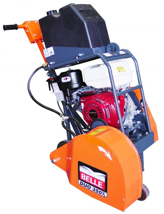 Side view of Belle floorsaw duo 350X with protective blade guard with Belle branding and black metal protective engine frame