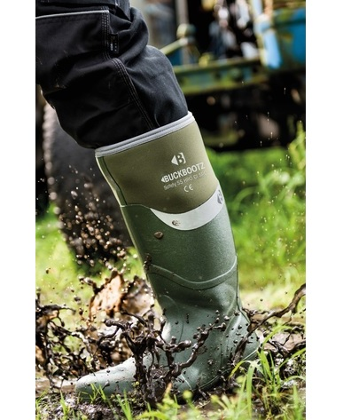 Buckler BBZ6000 safety wellington boot in green walking through muddy puddle