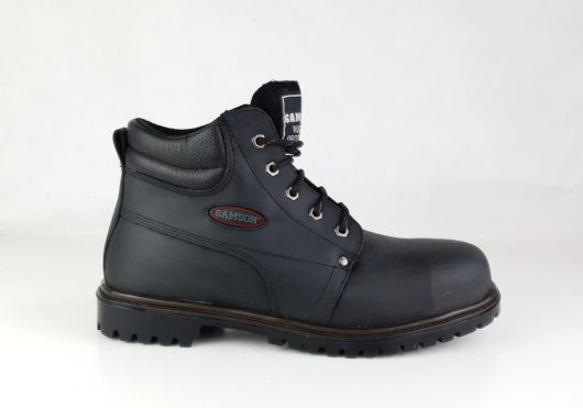 This image shows a side profile of the black Crewe safety boot