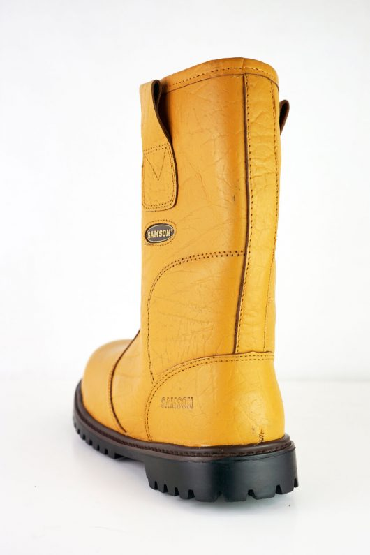 This image shows the back of Ludlow rigger boot with black sole